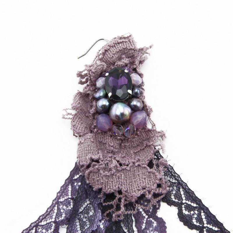 Auskari (Violetām mežģīņu lentām, čehu stikls, upes pērles)
