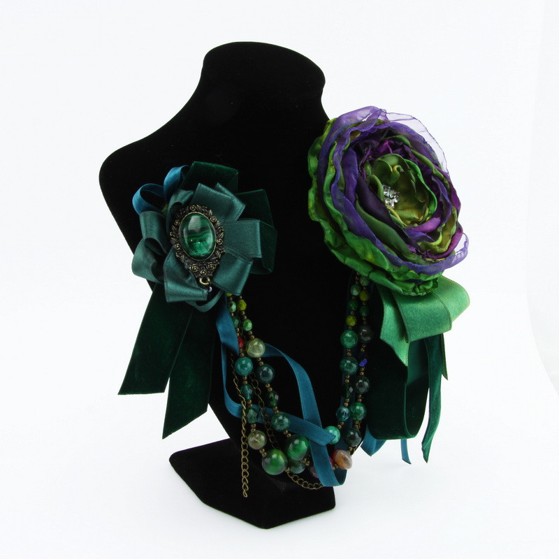Brooch (green flower, dark...