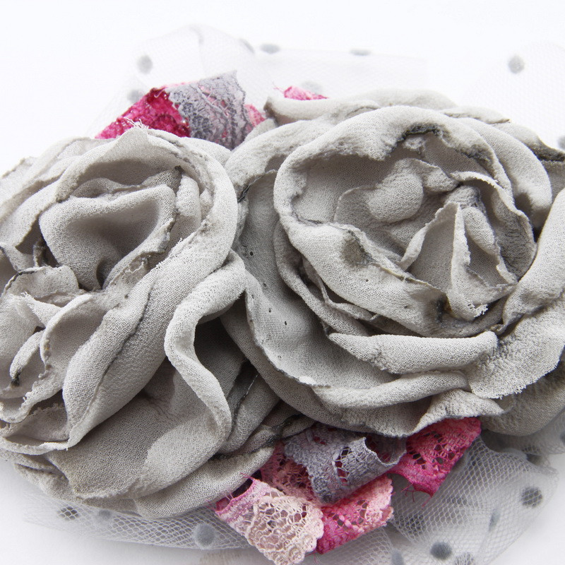 Brooch (Gray flowers, pink...