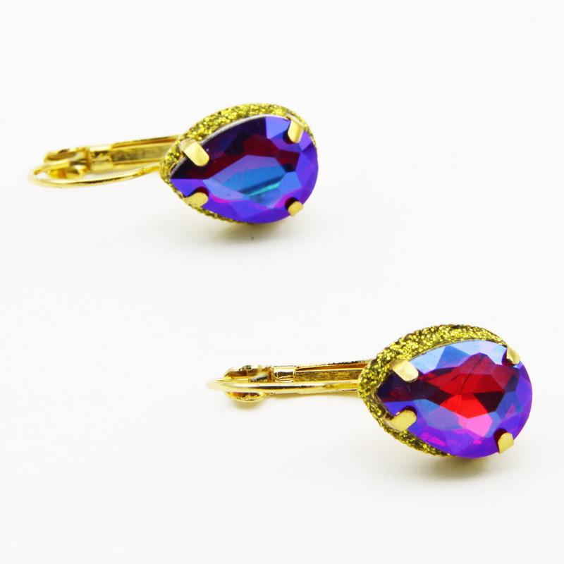Violetas krāsas stikla...
