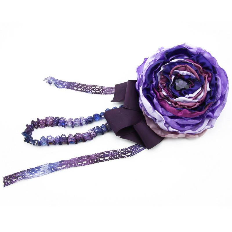 Broša (Auduma zieds purpura krāsas toņos)