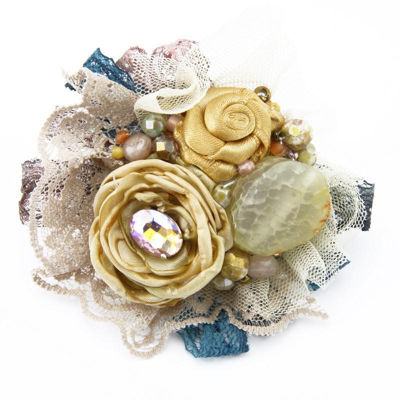 Broša (Auduma ziedi zeltainos toņos, krēmkrāsas ahāts)